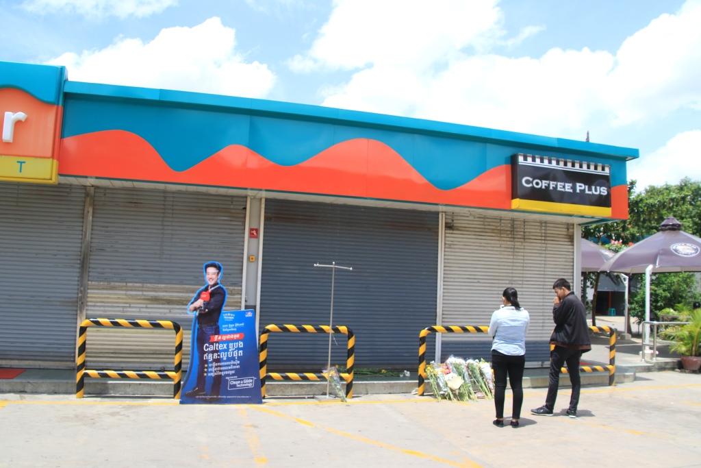 사건이 발생한 프놈펜 시내 주유소 직영 편의점은 다음날부터 셔터를 내린 채 영업을 일시 중단했다. 이후 소식을 접한 시민들이 현장을 찾아 와 문앞에 흰국화꽃을 바치고 있다.