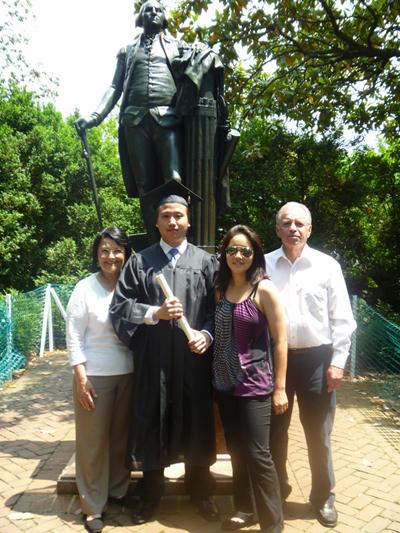 마지(왼쪽)와 가족들