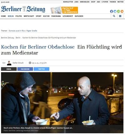 난민 한명이 베를린 노숙자들을 위해 요리를 나눠주는 모습