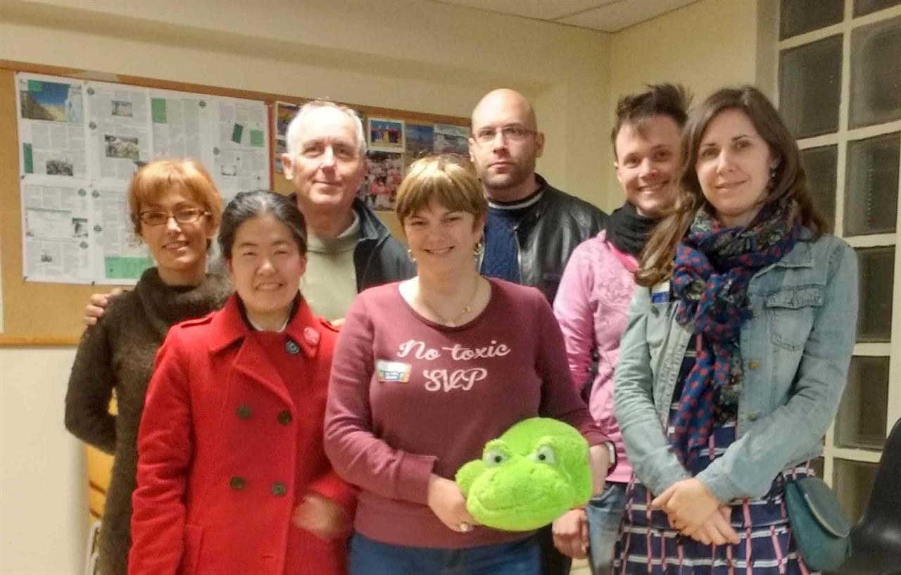 그린우이 창설회원 그린우이 창설 후 첫번째 공식 회의가 끝난 뒤, 우리 협회의 상징인 개구리 인형을 들고 기념 촬영.