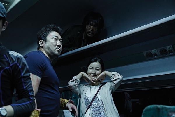 영화 <부산행> 촬영 도중 이미지. 영화 <부산행>이 지난 7일, 천만 관객을 돌파했다.