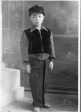 구미초등학교 2학년 때 필자(1953. 12.)