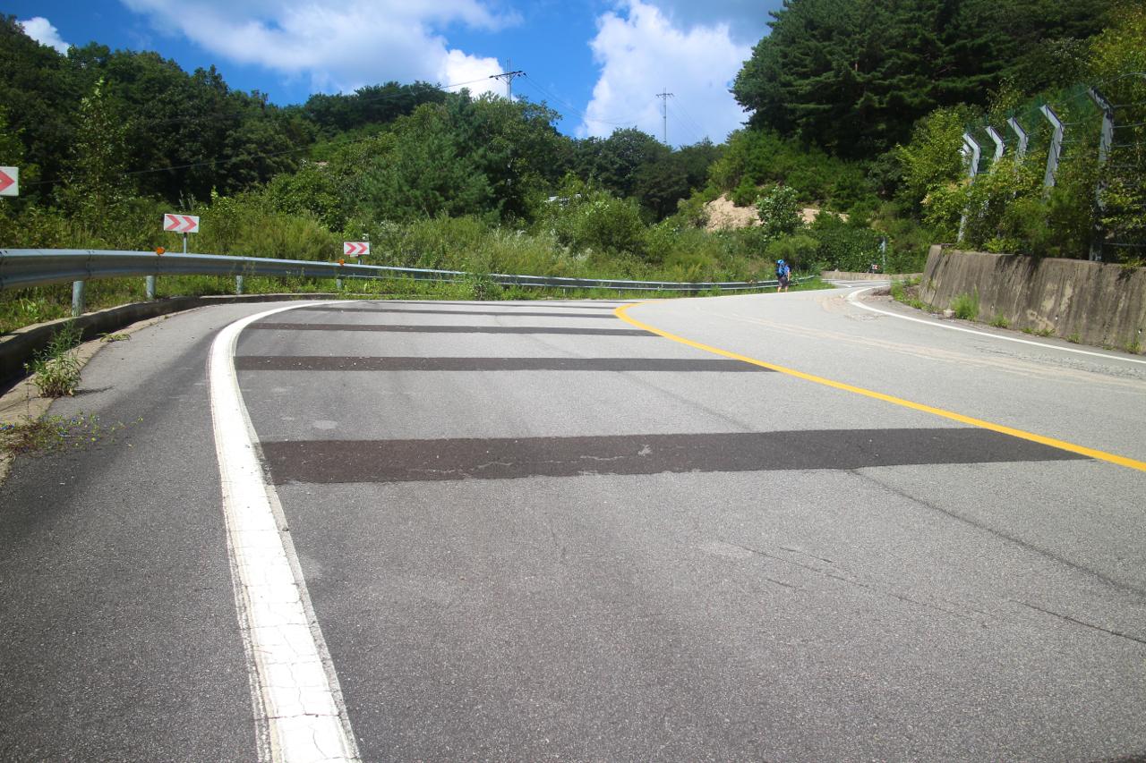 사창리로 이어지는 박달로를 올랐다. 경사 약 30도의 고약한 오르막 도로.