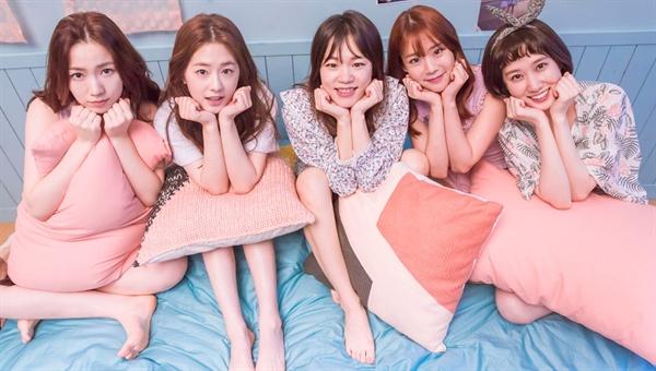 드라마 <청춘시대> JTBC의 드라마 <청춘시대>는, 지금까지의 여타 청춘 드라마와는 그 결을 달리한다. 시청률은 고전을 면치 못하고 있지만, 이대로 묻어버리기 아까운 작품임에 틀림 없다.
