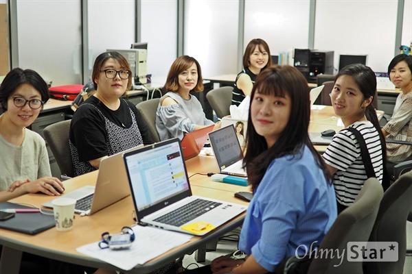 신비한 TV의 신비한 작가들 18일, MBC <신비한 TV 서프라이즈> 작가진을 일산 MBC에서 만났다. 왼쪽부터 시계 방향 이선경, 김소연, 전현진, 한이슬, 성이정, 문소현, 최희원 작가.