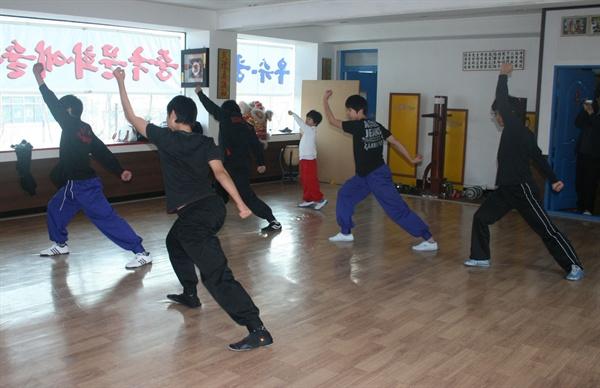 중국무술을 수련하는 나  고등학생 시절, 차이나타운의 한 체육관에서 중국무술을 수련하고 있는 내 모습. 매주 주말마다 서울과 인천을 왕복하며 3년 동안 무술 수련에만 전념했다.