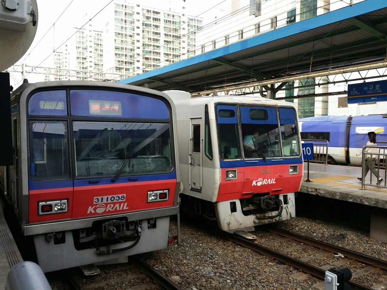 수도권 전철 1호선은 지하철 종로선, 철도 경부선, 경인선, 경원선, 장항선을 직결해 만든 '메갈로폴리스'에 어울리는 대형 교통망이다.