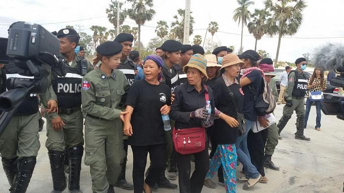 지난 5월초부터 시작된 블랙 먼데이 시위집회 중 경찰에 체포된 철거민들과 사회운동가들의 모습.