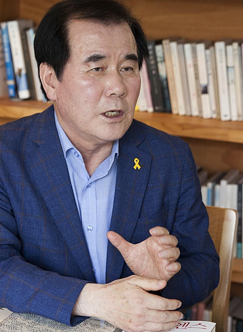 김지철 교육감은 교육계의 친일잔재는 교육자들이 청산해야 한다고 강조했다.