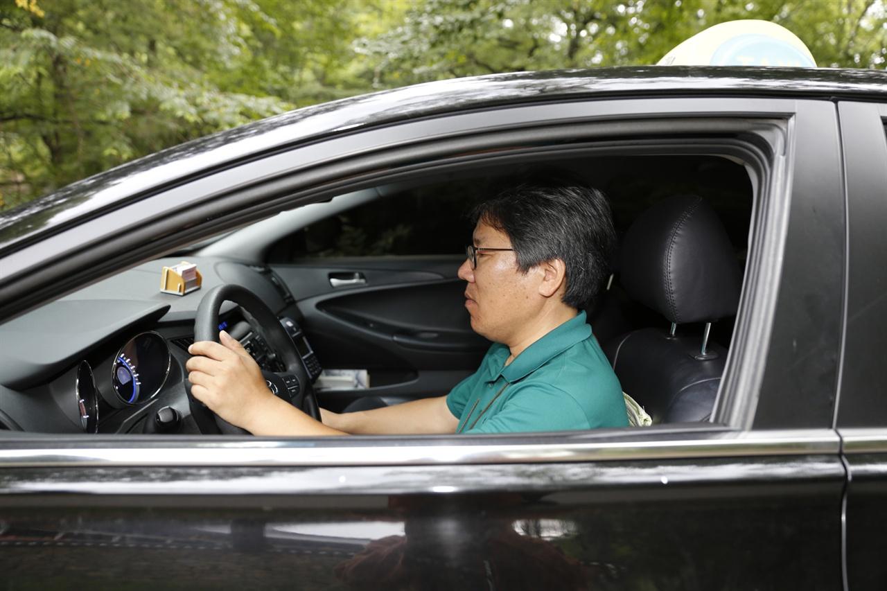 임세웅 씨는 관광해설을 하는 택시 운전자다. 택시를 이용해 구례를 찾은 여행자와 함께 구례를 누비며 해설을 해주고 있다.