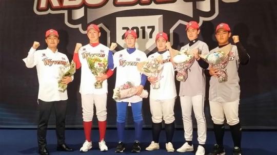 SK의 지명을 받은 2017 신인선수들.