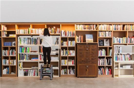 자신의 수준에 맞는 책을 찾아 지속적으로 읽어나가는 것이 중요하다.