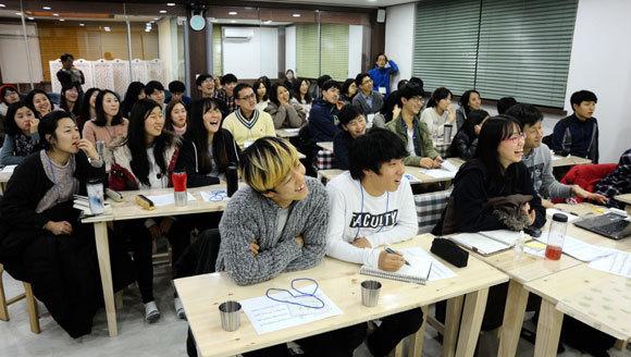 2015새들교육문화연구학교  '변화와 전진의 공적 글쓰기' 강의를 듣고 있는 참가자들
