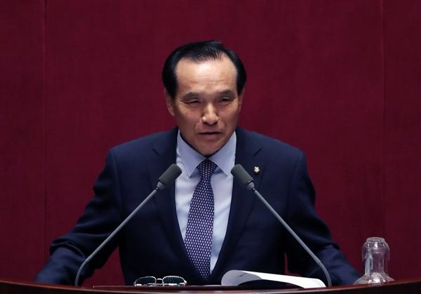 국민의당 김중로 의원이 21일 오전 국회 본회의장에서 대정부 질문을 하고 있다.