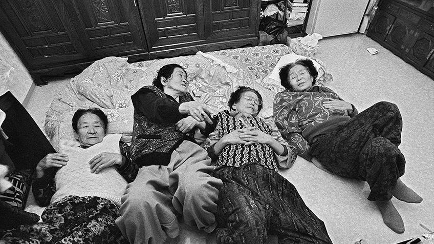 '나눔의 집' 할머니들을 찍은 도이 토시쿠니 감독의 <기억과 함께 산다>