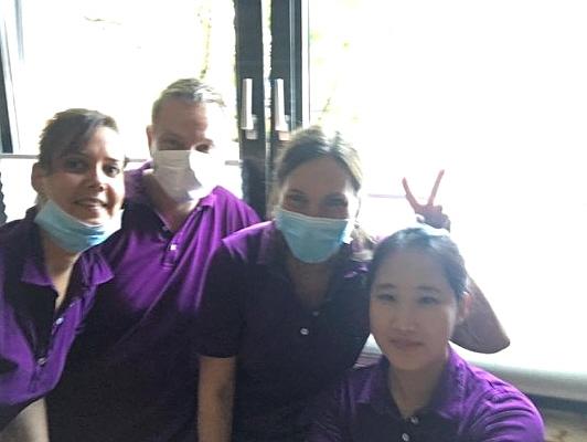 보경씨가 치과에서 동료들과 함께 찍은 사진