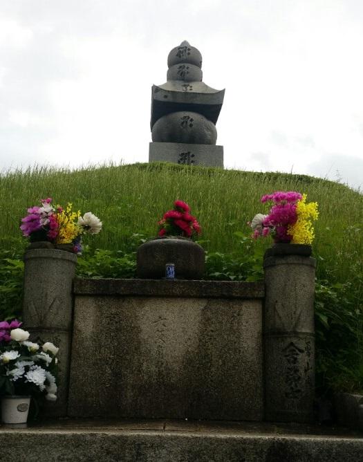 일본 교토 히가시 야마구에 있는  이총공원. 코 무덤으로 불리는 이곳은 일본군이 임진왜란 때 조선인들의 귀와 코를 베어다 묻은 무덤이다.
