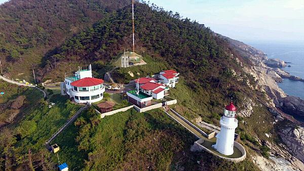 한국의 아름다운 등대 16경에 든 어청도등대 모습