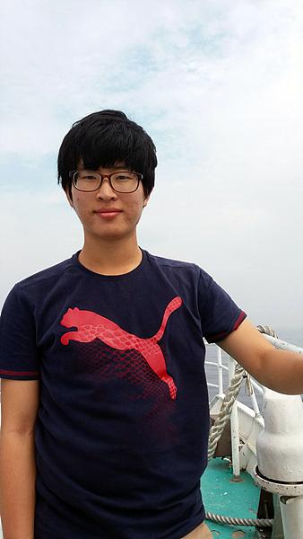 대학연합 야생조류연구회 부회장 김유민씨의 모습으로 동아리 회원들과 매주 한 번 야생조류탐사에 나선다고 한다.