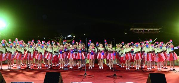 1일 개막한 진주남강유등축제의 개막공연.