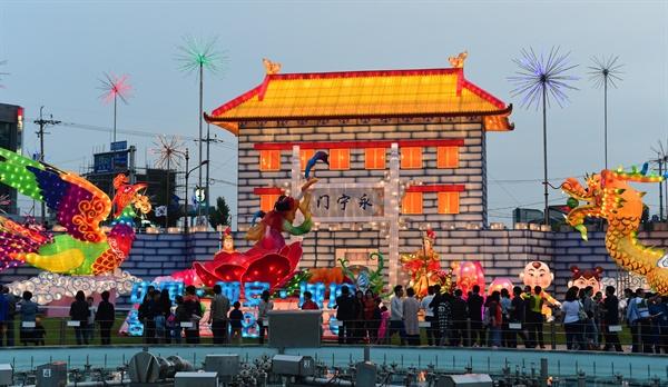 진주남강유등축제의 중국 시안등.