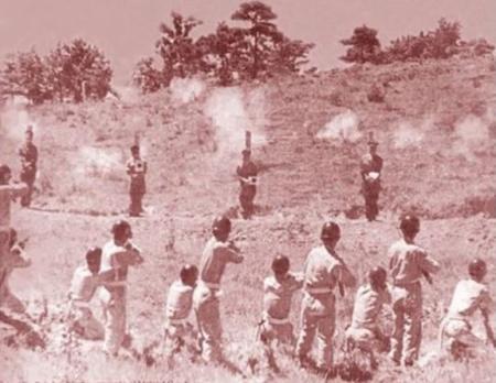 국민방위군 사건 연루자 공개처형 총살장면(1951.)