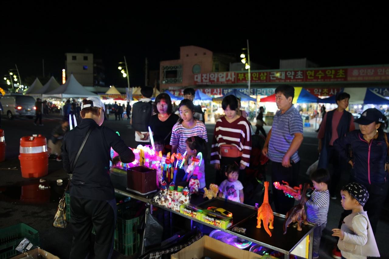 가족과 함께하는 축제 축제장 분위기