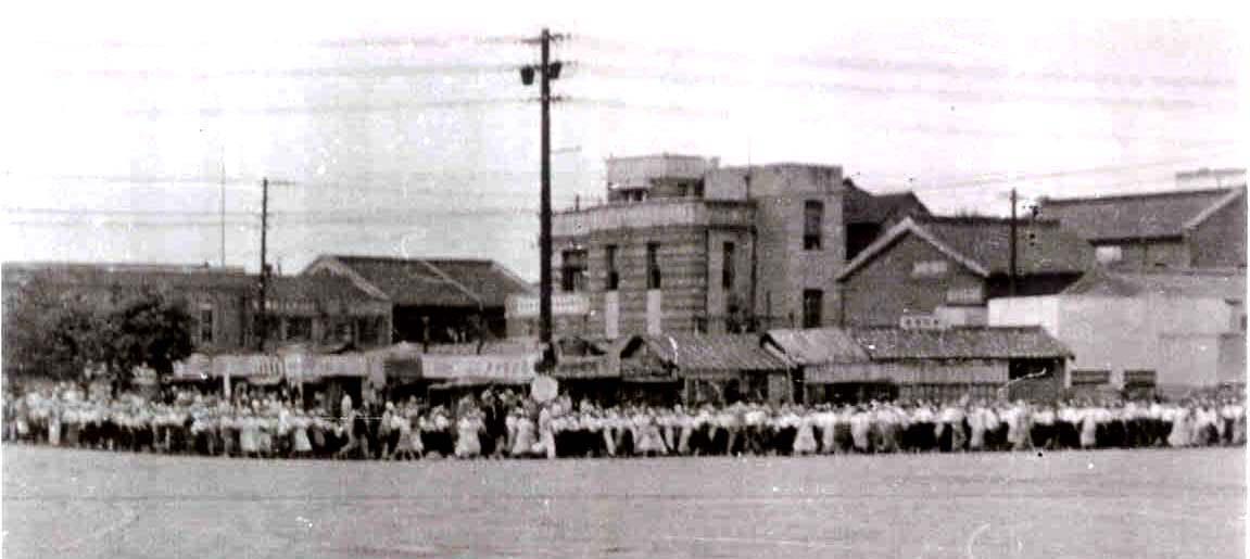 1946년 10월 대구에서 시위를 하고 있는 시민들.