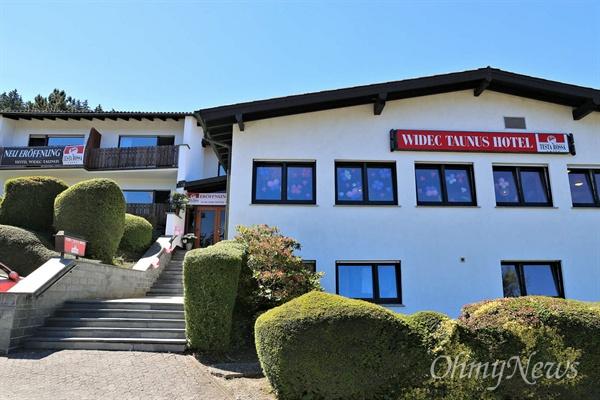 최순실(최서연)-정유라 모녀가 소유한 독일 회사 비덱이 인수한 호텔 비덱-타우누스 호텔 전경. 3성급 호텔로 독일 헤센지방에 있으며 16년 6월 23일 재개장했다.
