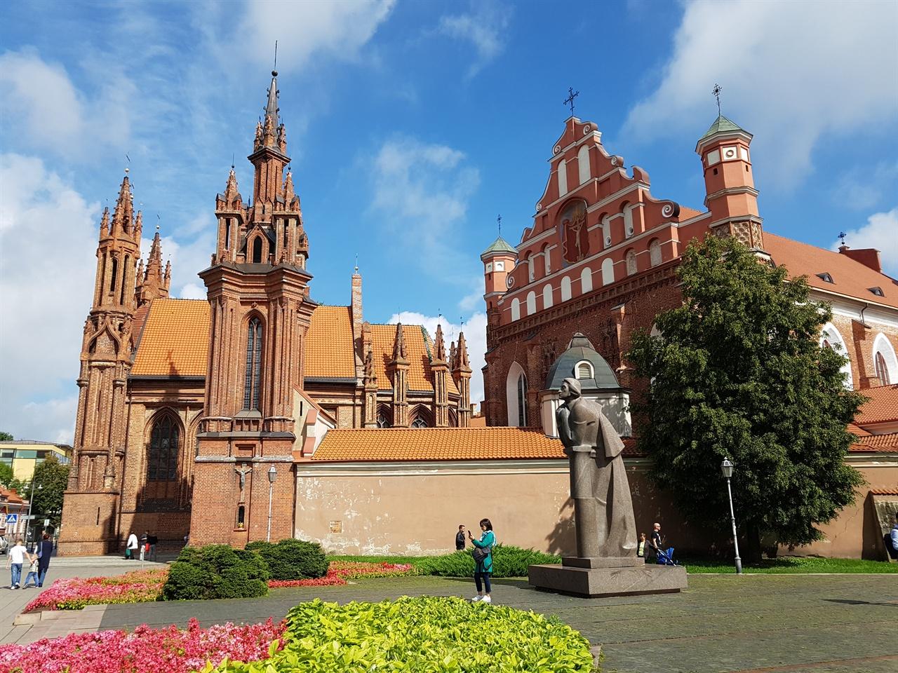 성 안나 교회 나폴레옹이 손바닥에 얹어 파리로 가져가고 싶다고 했다는 그 교회이다.