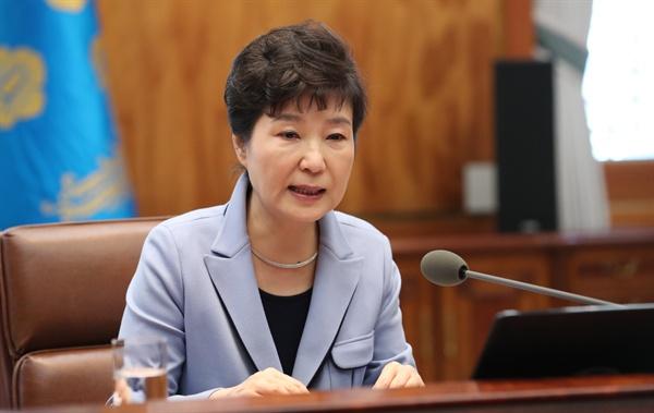 박근혜 대통령이 20일 오후 청와대에서 열린 수석비서관회의에서 발언하고 있다.