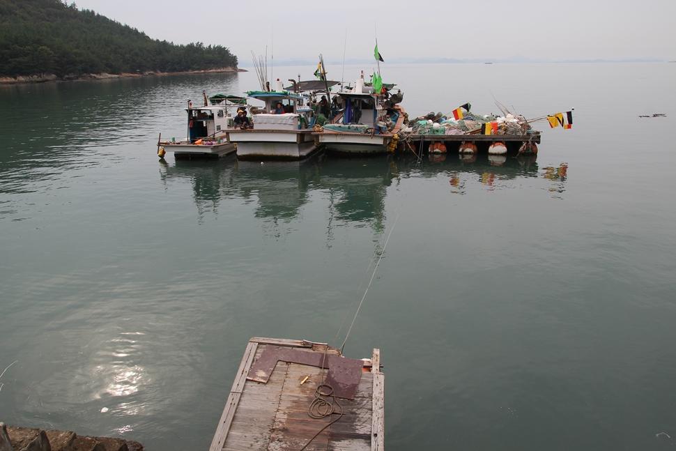 여수 화양면 서현리 서우개(소서이)항의 꽃게잡이 어선이다.