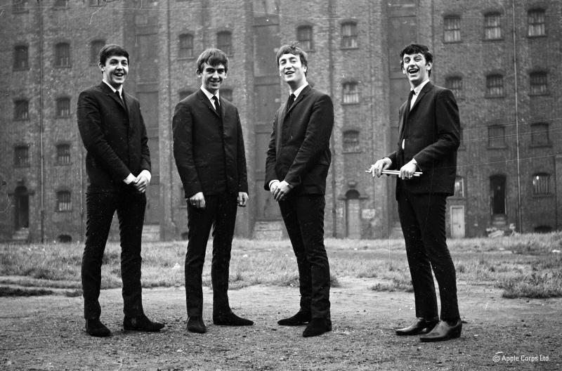 60년대 전세계를 강타하며 각종 기록을 양산했던 비틀스의 멤버들.(왼쪽부터 폴 매카트니, 조지 해리슨, 존 레논, 링고스타) 그들은 의식있는 젊은 뮤지션으로서 당시의 모든 유행을 선도했다.