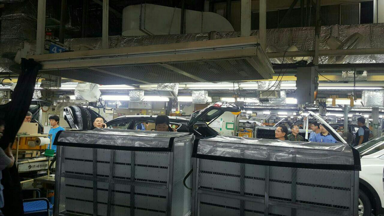 9월 19일 발생한 지진으로 현대자동차 울산2공장 2라인에 있는 자재히터가 휜 사진이다.