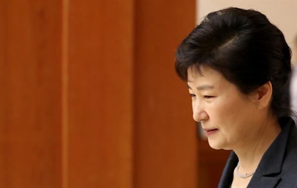 박근혜 대통령이 지난 26일 오후 청와대에서 열린 군 장성 진급 및 보직 신고에 참석하고 있는 모습.