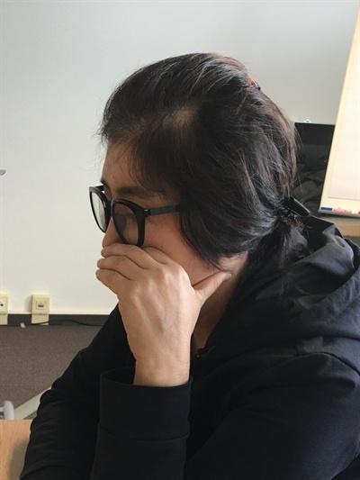 언론과 인터뷰하는 최순실씨 '비선실세'로 드러난 최순실씨가 26일 오후 독일 헤센주 한 호텔에서 <세계일보>와 인터뷰하고 있다. (세계일보 제공)