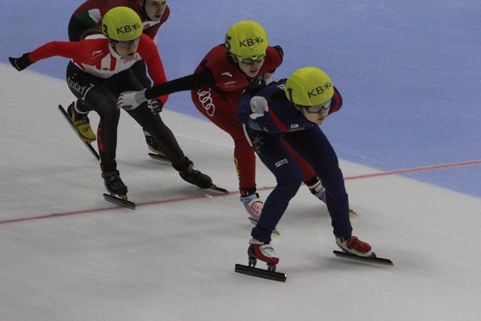 2016 쇼트트랙 세계선수권 종합우승 최민정(맨앞)