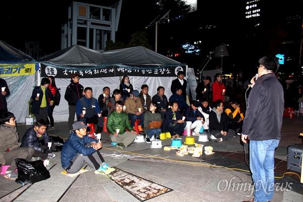 '박근혜 하야, 새누리당 해체, 창원 시국촛불' 집회가 3일 저녁 창원 한서병원 앞 광장에서 열렸다.