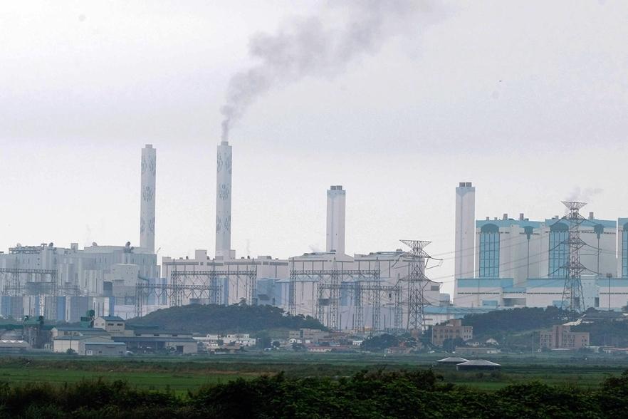 석탄 화력발전소 충남 당진은 최대 규모의 석탄화력발전소가 가동될 위기에 있다.