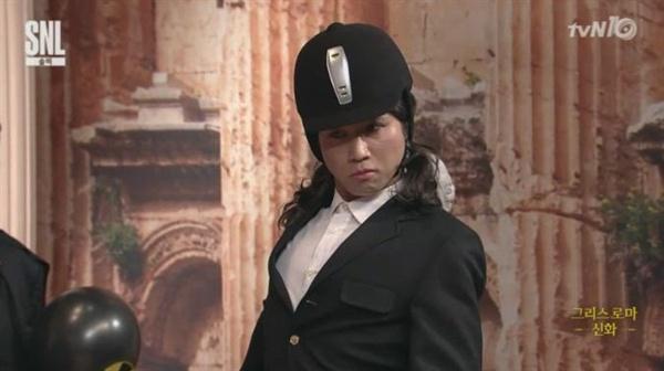 tvN < SNL 코리아 >의 최순실 모녀 패러디 장면