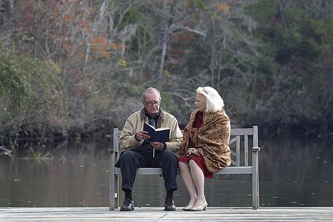 영화는 젊은 남녀의 로맨스 말고도 또 다른 로맨스를 선보인다. 오히려 이 영화의 꽃은 이 늙은 남녀의 로맨스일 것이다. 더욱 절절하고, 반전도 있다.