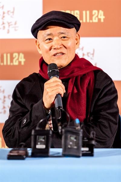 11일 오후 서울 왕십리CGV에서 열린 영화 <나의 살던 고향은>의 언론 시사. 도올 김용옥이 기자들 질문에 답하고 있다.