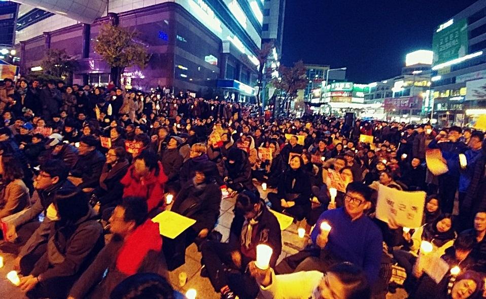 촛불행동에 참여한 인원이 1200여명으로 늘어났다.
