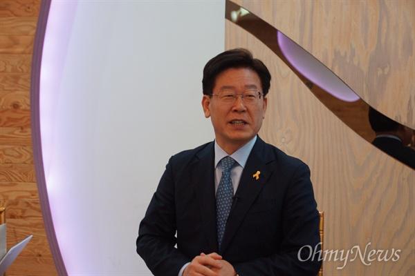 이재명 성남시장이 16일 오후 대구에서 기자간담회를 갖고 박 대통령을 탄핵해야 하다고 말했다.