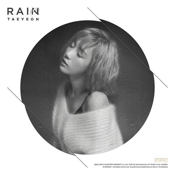 SM스테이션 시리즈의 첫번째 작품인 태연의 'Rain' 표지.  올해 상반기 주요 음원 순위 상위권을 장식할 만큼 큰 인기를 얻었다.