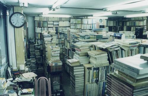 2003년. 이즈음에는, 창고로 쓰던 자리를 터서 책방을 안쪽으로 넓혔다.