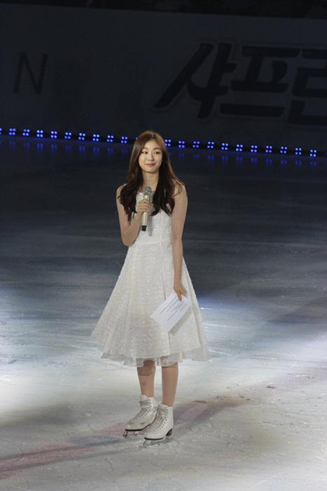 김연아의 2016년 아이스쇼 피날레 인사 모습