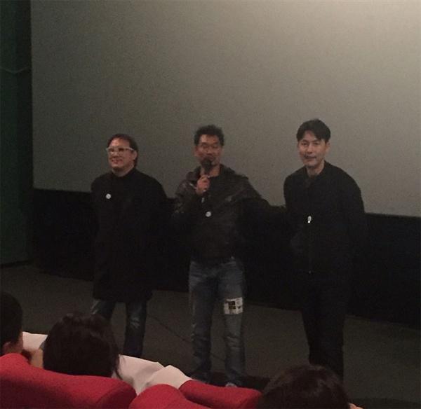 11월 20일 영화 <아수라> 단체관람 현장에 참석한 김성수 감독과 '사나이픽처스' 한재덕 대표, 배우 정우성씨.