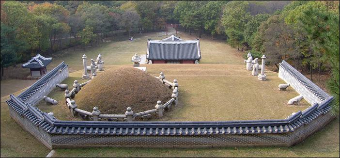 홍릉 서오릉 권역에 있는 홍릉. 영조가 들어갈 자리가 비어있다