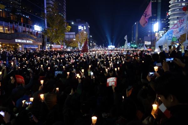 '박근혜 하야' 백만 시민의 함성이 울려 퍼지는 광화문.